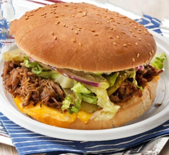 Hamburguesa de carne deshilachada (estilo BBQ)
